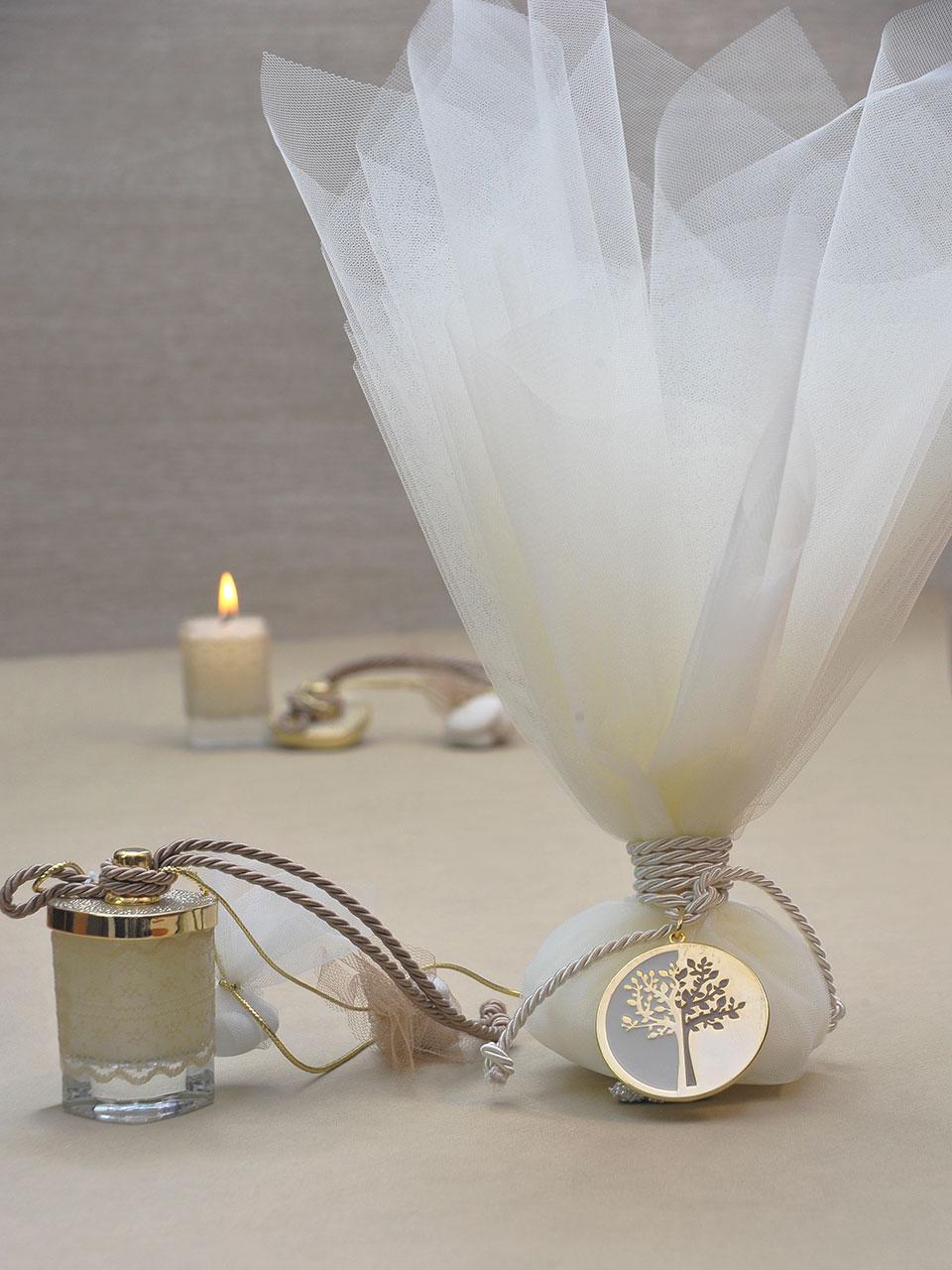 Μπομπονιέρα Γάμου σε ποτήρι κερί και μπομπονιέρα γάμου τούλινη με αντικείμενο το δέντρο της ζωής