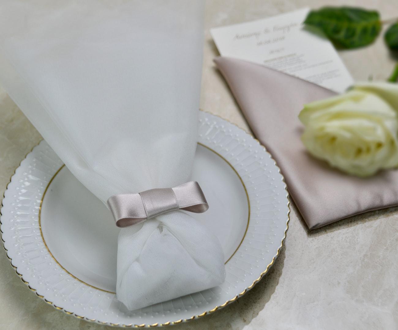 Μπομπονιέρα Γάμου τούλινη με δέσιμο chanel