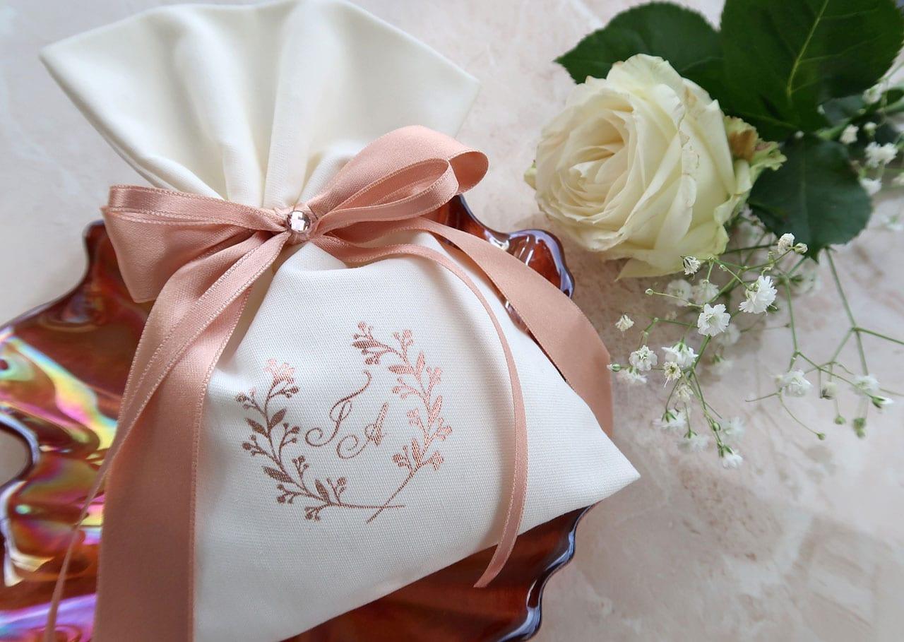 Πουγκί Μπομπονιέρα με εκτύπωση ροζ-χρυσή θερμοτυπία και ροζ-χρυσή σατέν κορδέλα