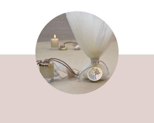 Μπομπονιέρα Γάμου σε ποτήρι κερί με χρυσό καπάκι και τούλινη μπομπονιέρα γάμου με αντικείμενο δέντρο ζωής