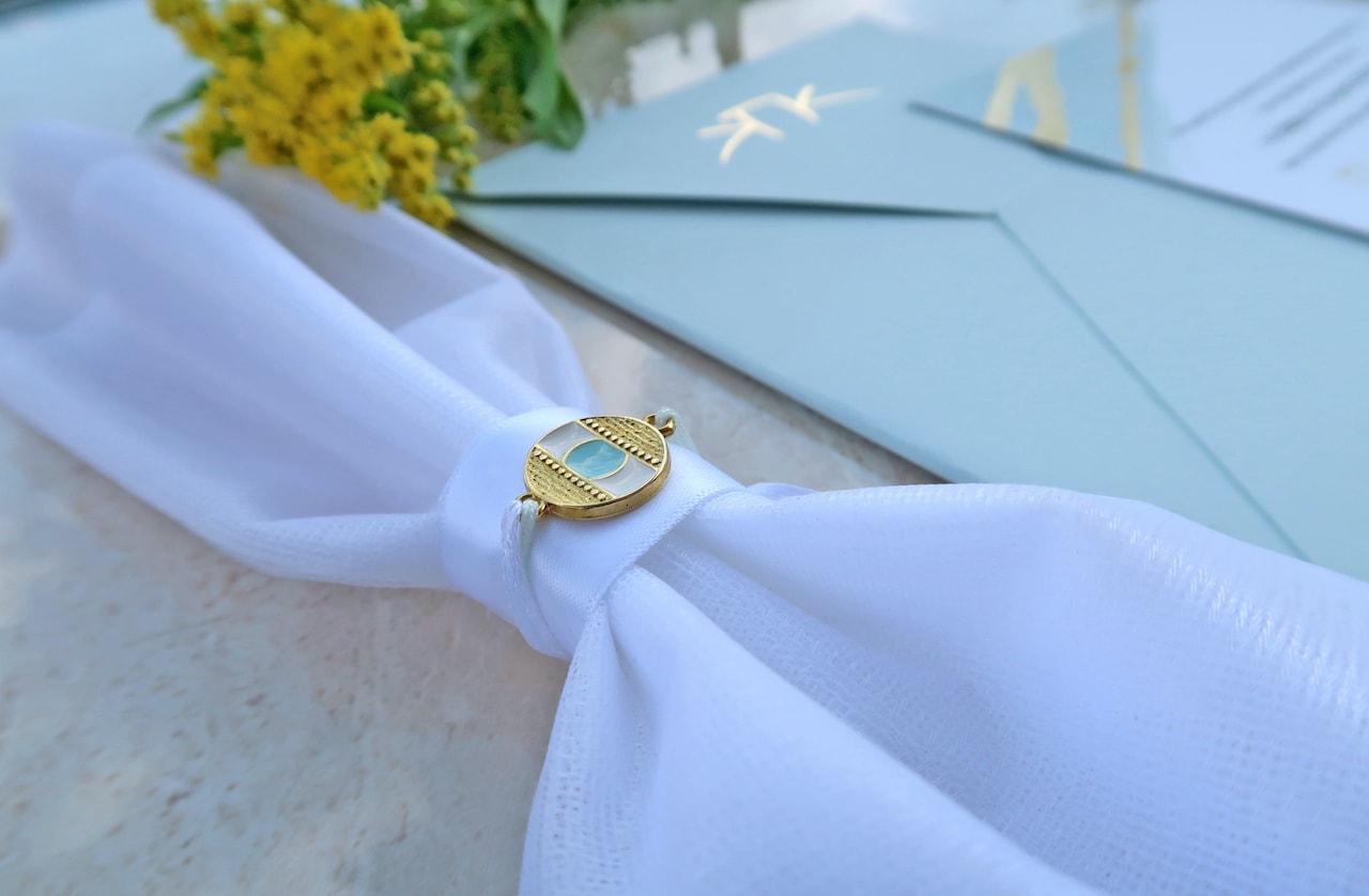 Μπομπονιέρα Γάμου σε τούλι διπλωμένο με αντικείμενο μάτι χρυσό μεταλλικό