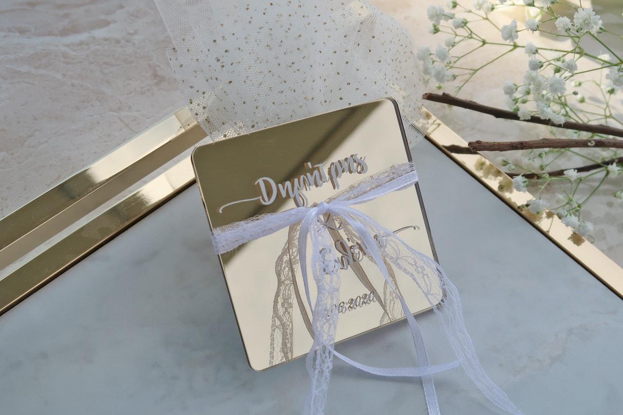 Μπομπονιέρα Γάμου σουβέρ σε plexiglass χρυσό καθρεύτη
