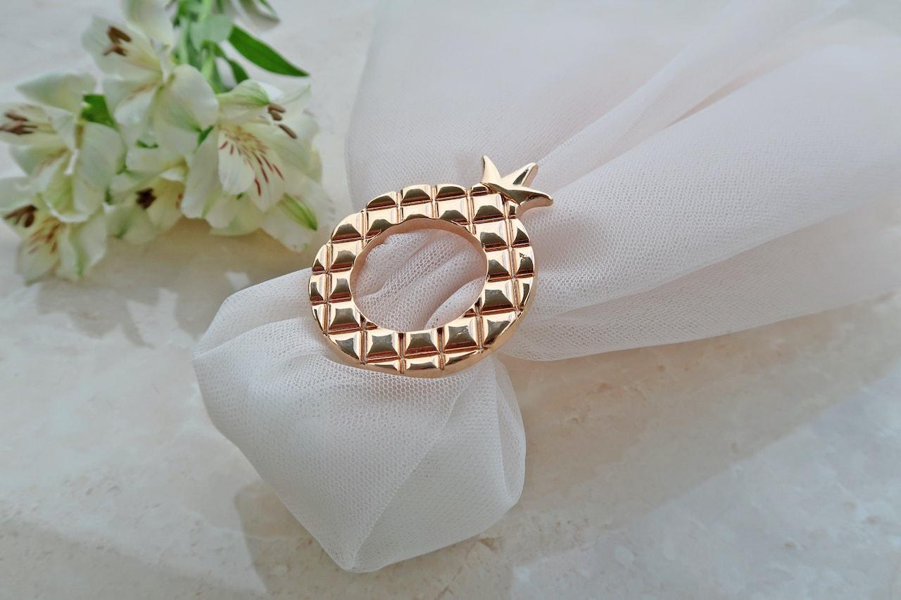 Τούλινη Μπομπονιέρα Γάμου με αντικείνενο μεταλλικό χρυσό ρόδι