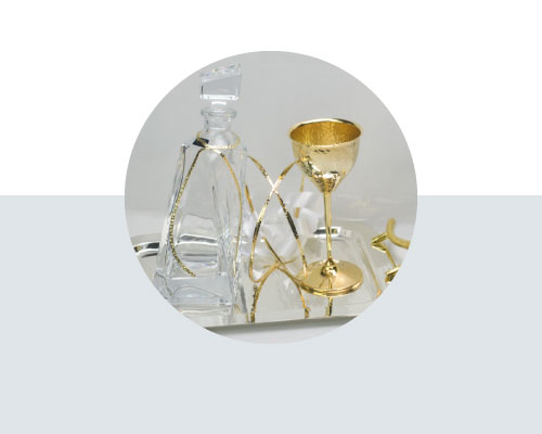 Σετ Κουμπάρου με στέφανα δίσκο ποτήρι και καράφα γάμου